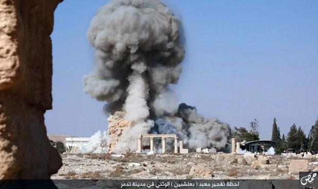 Il tempio Baalshaminm  a Palmira distrutto dall'ISIS (Foto da un social network utilizzato dai militanti dello Stato Islamico via AP) Fonte g1.globo.com